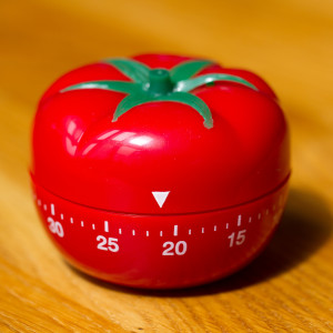 tomato-timer-on-wood